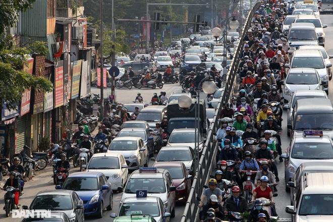 So sánh giao thông ở Hà Nội đông