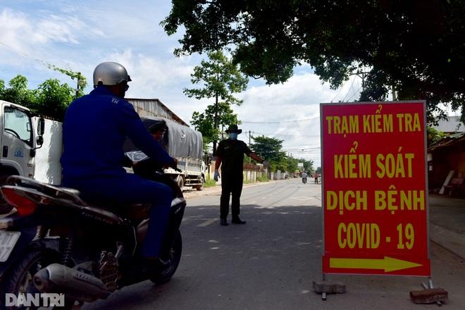 TPHCM: Cán bộ, công chức đi đường không mặc đồng phục, đeo thẻ sẽ bị phạt - 1
