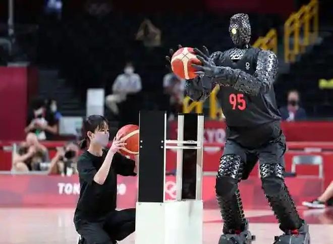 Robot ném bóng rổ siêu đỉnh tại Olympic 2020 làm kinh ngạc người xem - 1