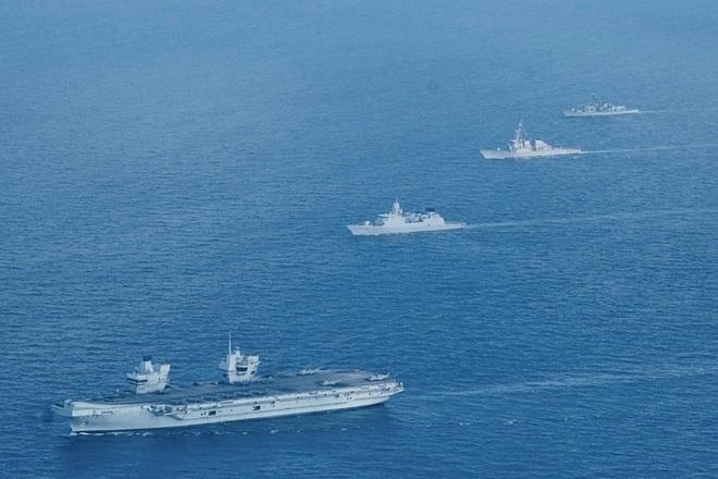 Tàu sân bay tối tân của Anh vào Biển Đông - 1