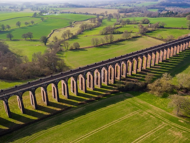 Cây cầu sống ảo ấn tượng bậc nhất nước Anh - 1