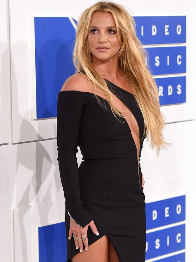 Britney Spears gây sốc khi đăng clip bán nude