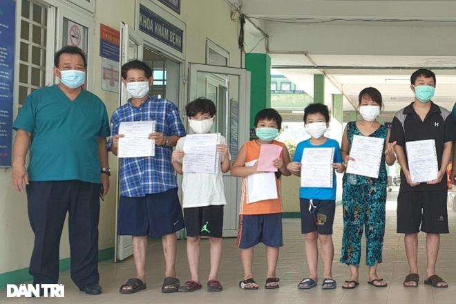 Chuyến đi viện nhớ đời của đại gia đình 8 người mắc Covid-19 ở Đà Nẵng - 2