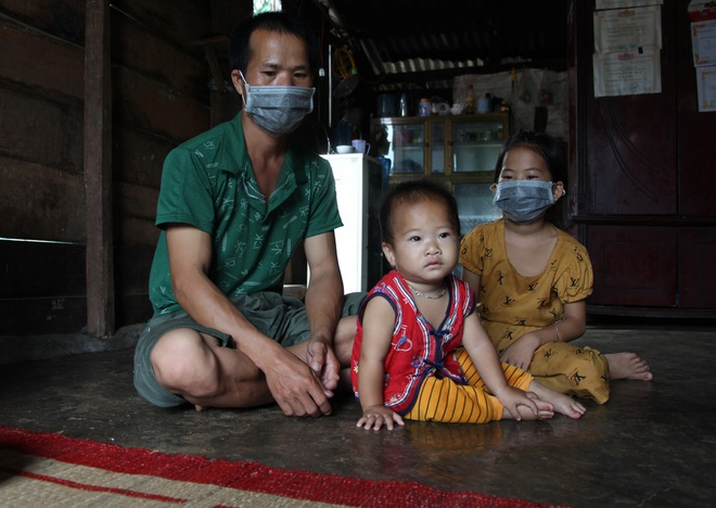 2 bé mồ côi và người cha khốn khổ được bạn đọc giúp đỡ hơn 240 triệu đồng - 3