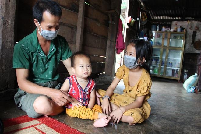 2 bé mồ côi và người cha khốn khổ được bạn đọc giúp đỡ hơn 240 triệu đồng - 4