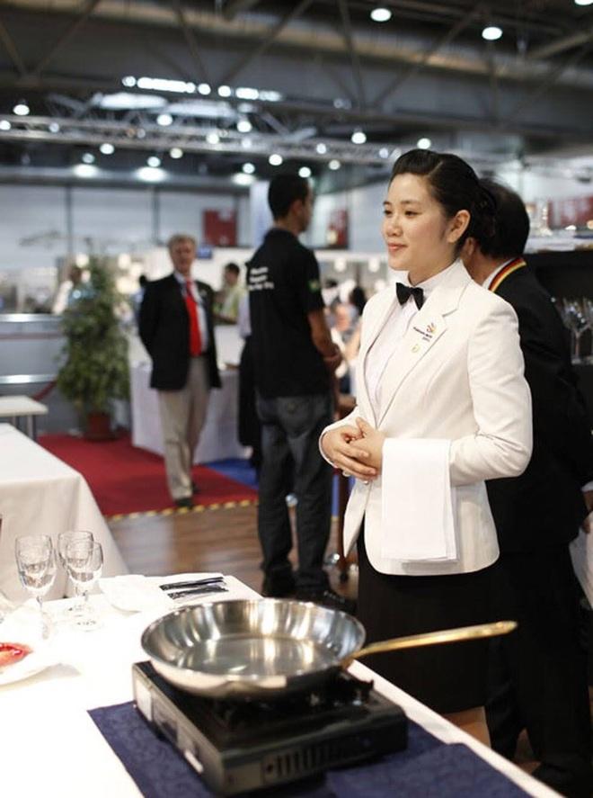 Nữ đại sứ nghề: Từng trượt đại học và trở thành giảng viên, chủ nhà hàng - 1