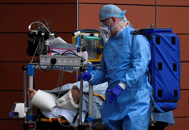Anh cảnh báo nguy cơ xuất hiện biến chủng SARS-CoV-2 mới - 1
