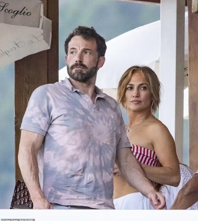 Jennifer Lopez và Ben Affleck tiếp tục đốt cháy mặt báo - 5