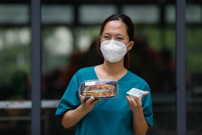 Vạn bữa cơm nghĩa tình ủng hộ y, bác sĩ tuyến đầu chống dịch tại TPHCM - 4