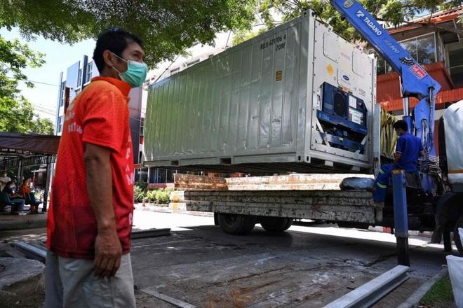 Người chết vì Covid-19 tăng cao, Thái Lan dùng container trữ thi thể - 1