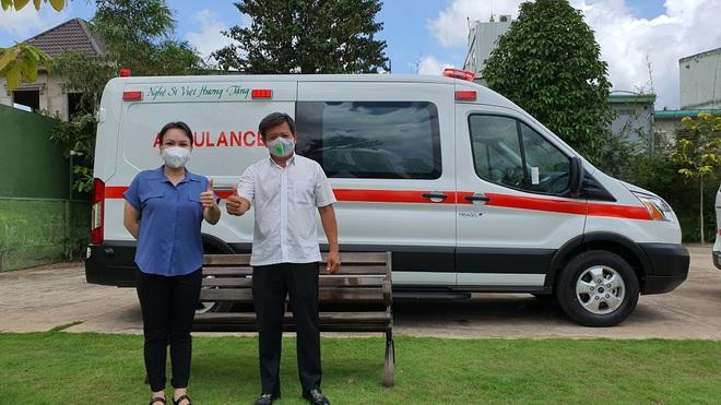 Việt Hương trao tặng xe cứu thương 2,5 tỷ cho ông Đoàn Ngọc Hải - 1
