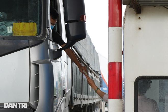 Tài xế bức xúc việc trả phí cao tốc khi phải quay xe không được vào Hà Nội - 4