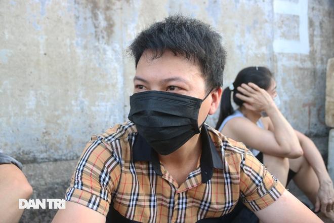 Tiểu thương sốt ruột mong chạy hàng khỏi chợ Long Biên - 3