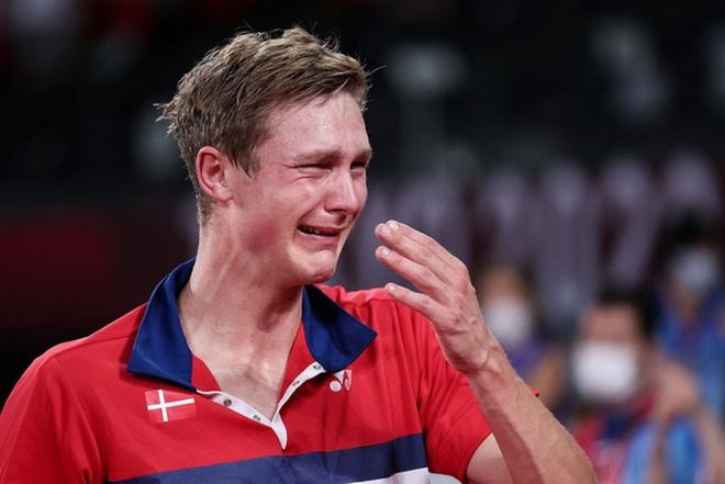 VĐV Đan Mạch khóc như mưa khi đánh bại nhà vô địch cầu lông Trung Quốc - 3