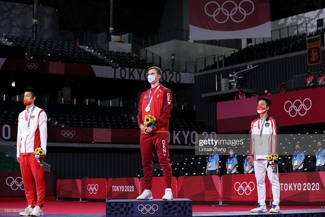 VĐV Đan Mạch khóc như mưa khi đánh bại nhà vô địch cầu lông Trung Quốc - 4