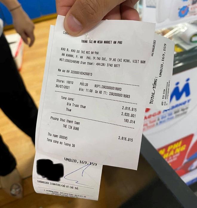 TPHCM: Đi siêu thị mua hàng hết 2,8 triệu đồng, cà thẻ mất 28 triệu đồng - 2