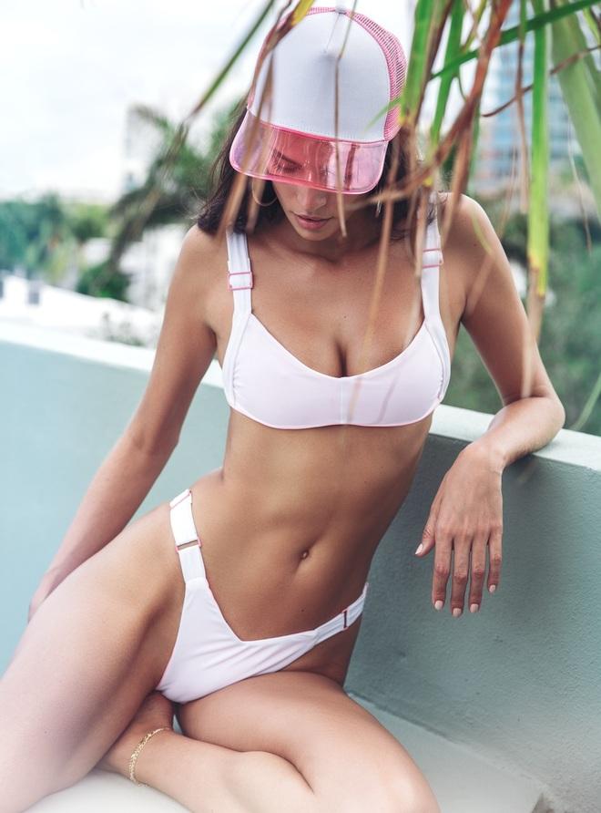 Thân hình đẹp như tượng của siêu mẫu áo tắm Brazil - 5