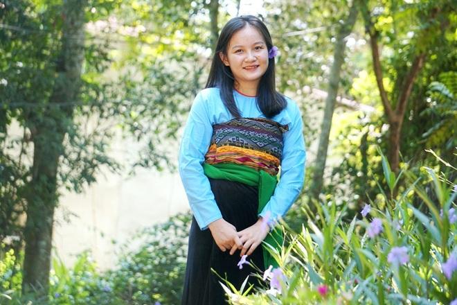 Nữ thủ khoa dân tộc Mường vừa xinh đẹp lại là đảng viên trẻ - 1