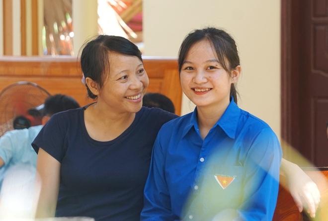 Nữ thủ khoa dân tộc Mường vừa xinh đẹp lại là đảng viên trẻ - 2
