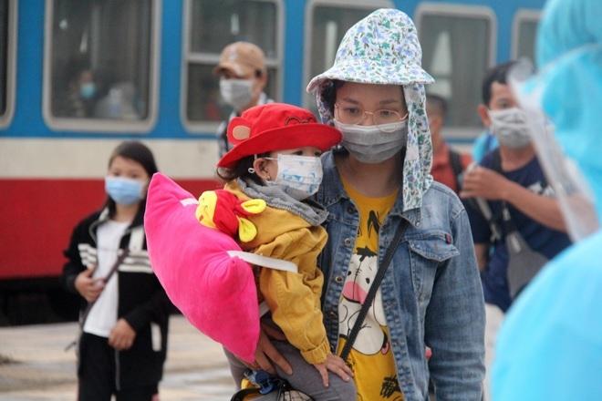 Hà Tĩnh tổ chức 5 chuyến bay miễn phí đón 1.000 người từ vùng dịch về quê - 1