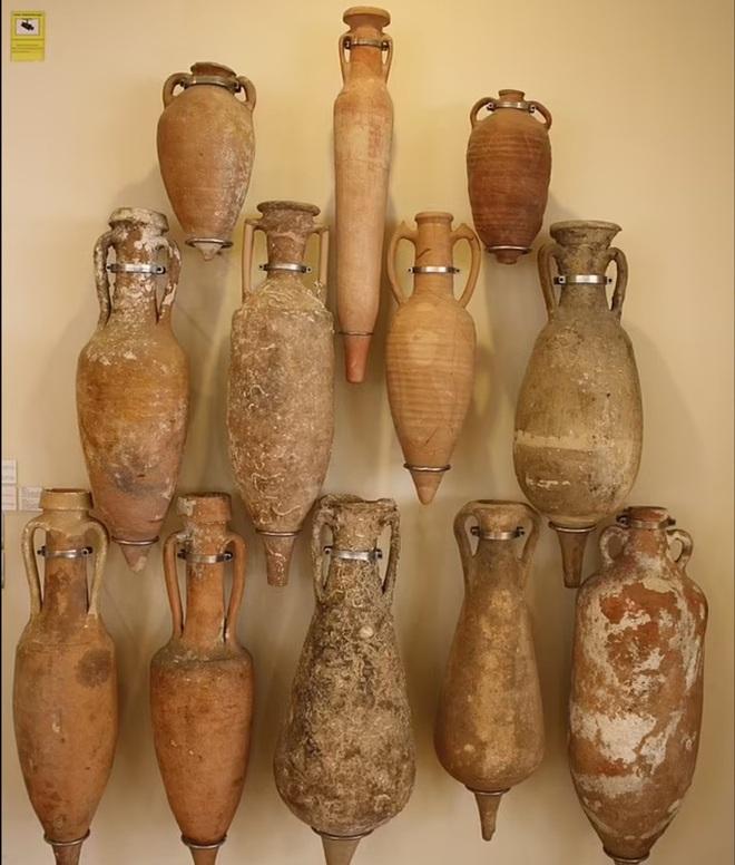 Kho báu tàu ma đầy bình rượu quý, 2.200 năm vẫn nguyên vẹn khó tin - 2