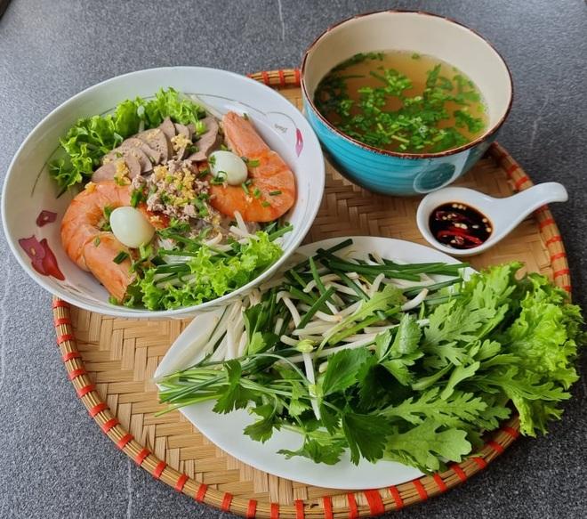 Cô gái Việt làm loạt món ngon mang đậm hương vị quê nhà ở trời Tây - 10