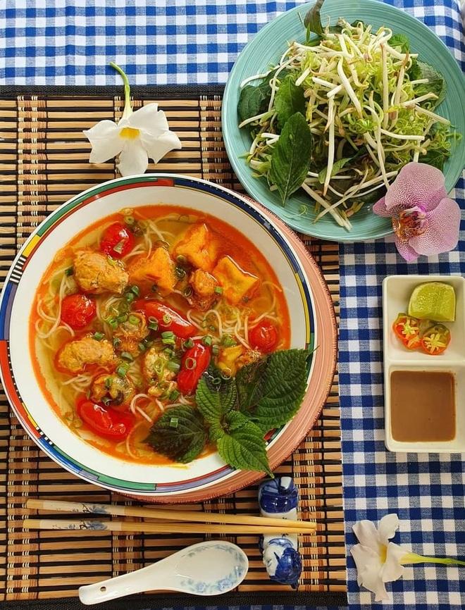 Cô gái Việt làm loạt món ngon mang đậm hương vị quê nhà ở trời Tây - 7
