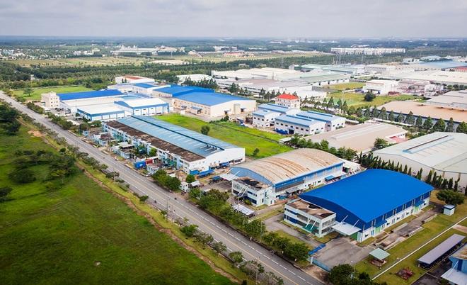 Việc các doanh nghiệp bán bất động sản công nghiệp, nhà xưởng đang sở hữu sau đó thuê lại chính bất động sản đó ngày càng trở nên phổ biến (Ảnh: KCN Becamex).