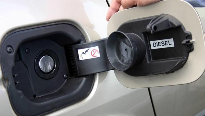 Phải làm gì nếu lỡ đổ nhầm nhiên liệu cho xe? - 1