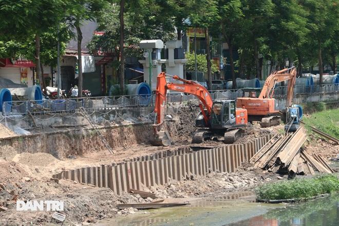 Đánh chuyển hơn 700 cây xanh dọc sông Tô Lịch để làm dự án thoát nước thải - 7