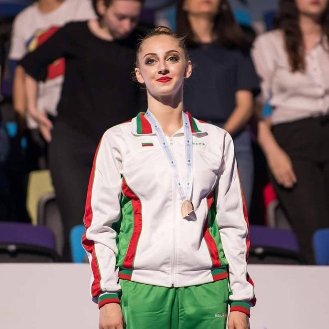Vẻ đẹp yêu kiều của công chúa thể dục nhịp điệu Bulgaria dự Olympic 2020 - 5
