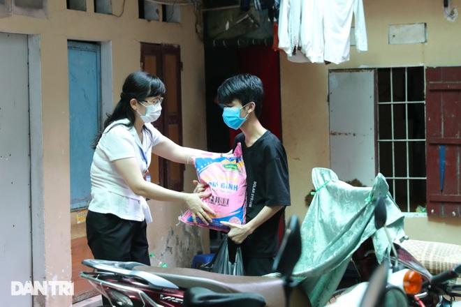 Nghị quyết 68: Hàng loạt lao động tự do ở Hà Nội nhận hỗ trợ 1,5 triệu đồng - 9