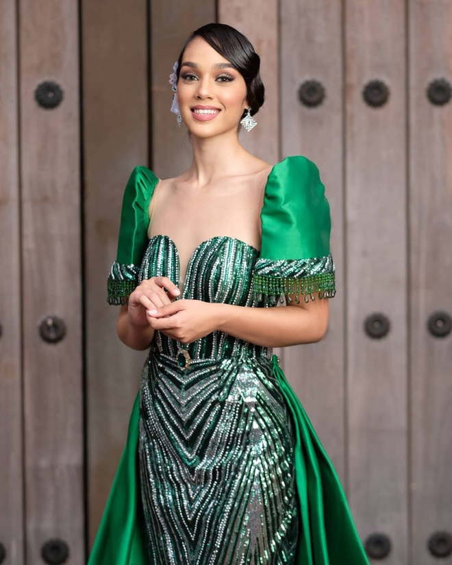 Dáng vóc nóng bỏng của người mẫu vừa trở thành Hoa hậu Trái đất Philippines - 11