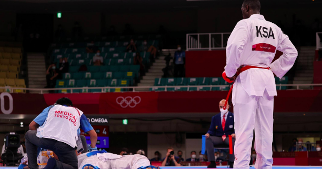 Võ sĩ đánh ngất xỉu đối thủ tại Olympic được tôn vinh như người hùng - 2