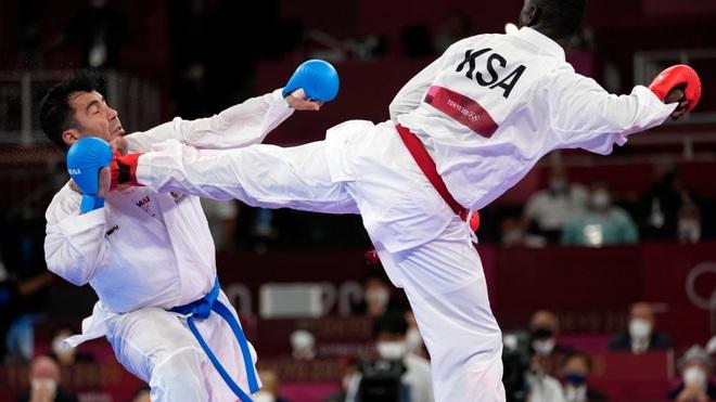 Võ sĩ đánh ngất xỉu đối thủ tại Olympic được tôn vinh như người hùng - 1