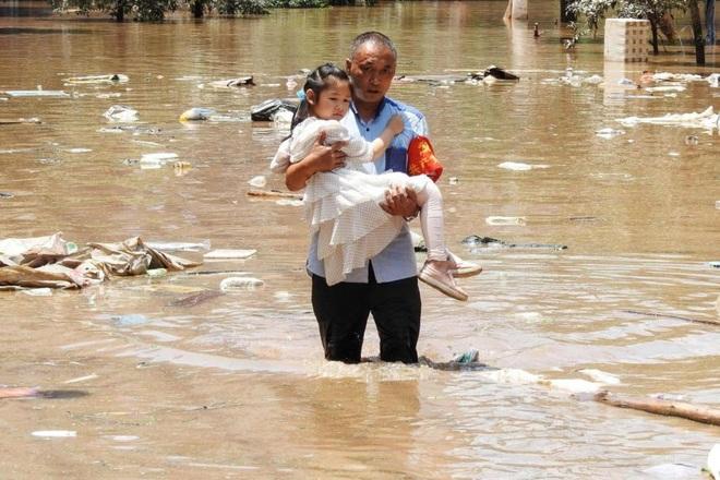 Mưa lũ ở tây nam Trung Quốc, hơn 80.000 người phải sơ tán - 1