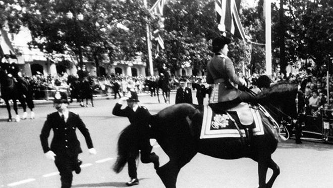 Ba lần Nữ hoàng Anh Elizabeth II thoát âm mưu ám sát - 3