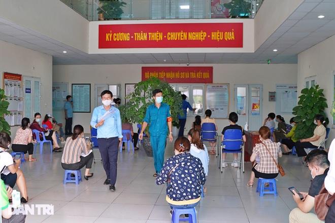 Hà Nội: Có người xin xác nhận giấy đi đường vì… ở nhà chán quá!