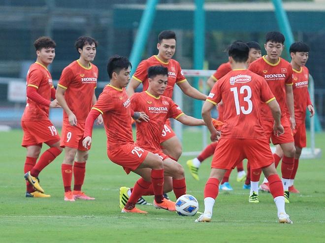 HLV Park hết cách ly, Văn Hậu lần đầu xuất hiện ở đội tuyển Việt Nam - 1