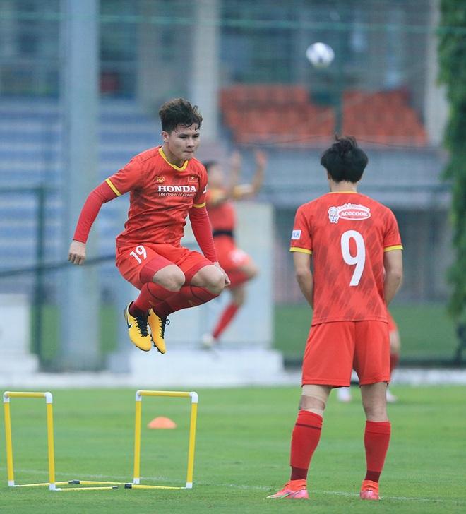 HLV Park hết cách ly, Văn Hậu lần đầu xuất hiện ở đội tuyển Việt Nam - 2