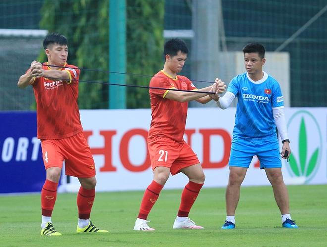 HLV Park hết cách ly, Văn Hậu lần đầu xuất hiện ở đội tuyển Việt Nam - 3
