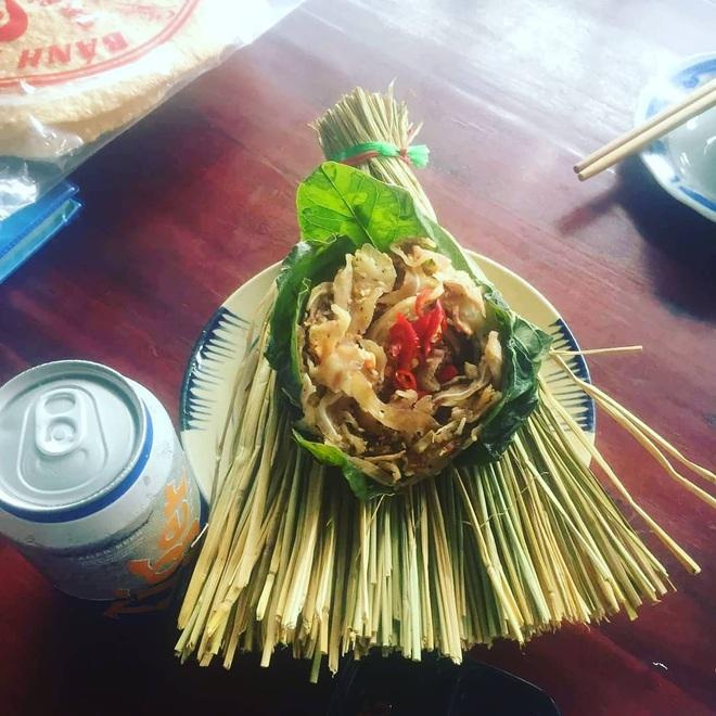 Món ăn miền Trung có tên gọi lạ, gói trong rơm khô hút khách sành ăn - 5