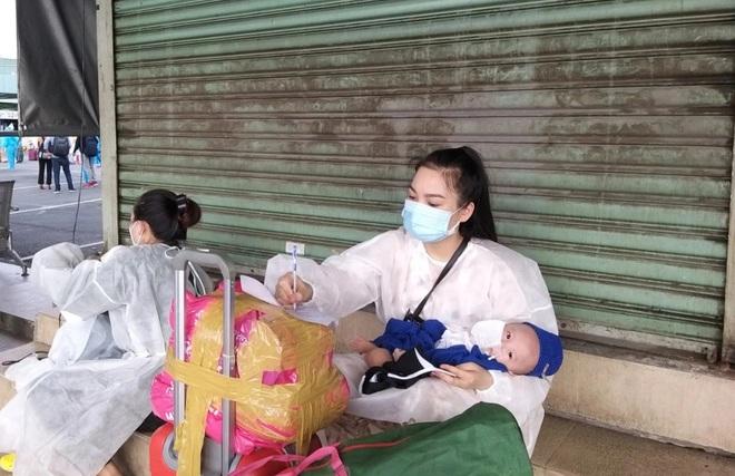 Những giọt nước mắt trên chuyến xe 0 đồng từ TPHCM về Đắk Lắk