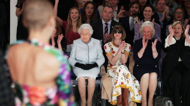 Chân dung người phụ nữ quyền lực ngồi ghế VIP nhất tại tuần lễ thời trang - 2
