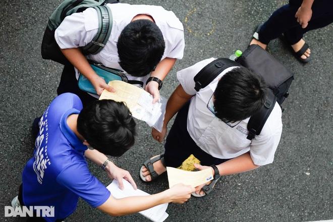 Học sinh Trường chuyên Trần Đại Nghĩa lo.... rớt lớp 10 - 2