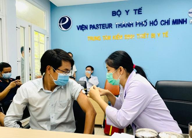 Sáng 13/8, TPHCM có quận đầu tiên hoàn thành tiêm vắc xin Covid-19 mũi 1 - 1