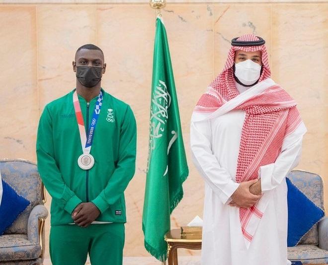 Võ sĩ đánh ngất xỉu đối thủ tại Olympic được tôn vinh như người hùng - 3