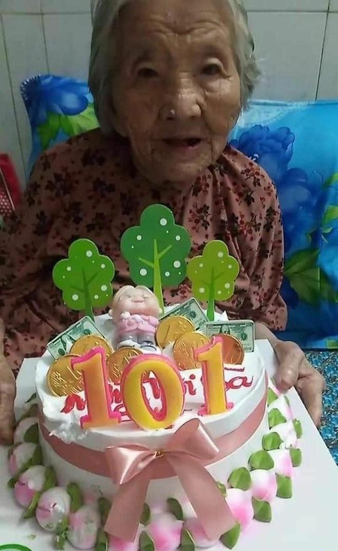 Cụ bà mừng đại thọ 101 tuổi với bánh sinh nhật đặc biệt trong khu phong tỏa - 2