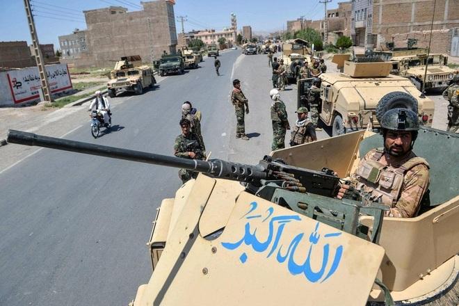 Taliban cách thủ đô Afghanistan 70 km, 3.000 lính Mỹ bắt đầu triển khai - 1