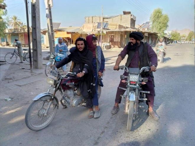 Taliban tiến sát Kabul, phương Tây cấp tập đóng sứ quán, sơ tán nhân viên - 1